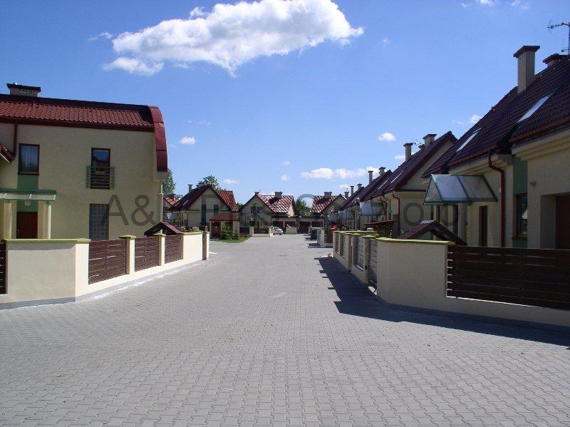 Zespół domów jednorodzinnych przy ulicy Zarosie 25-57 w Krakowie